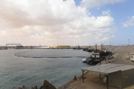 Libyan general seizes key oil terminals from militia